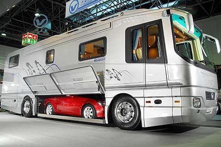 mercedez-caravan-1